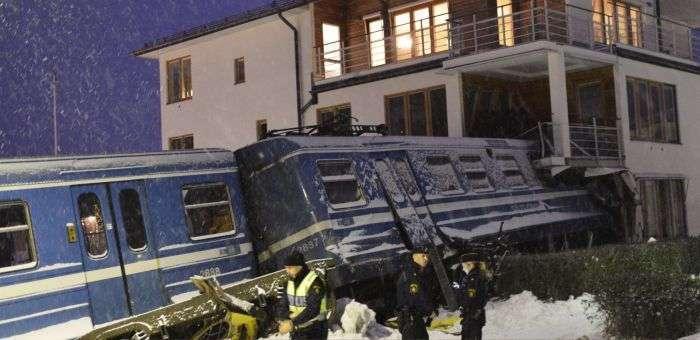 20-летняя уборщица угнала поезд из ДЕПО (14 фото)