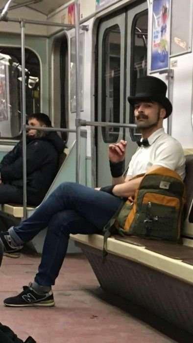 Модники и модницы в метро (30 фото)