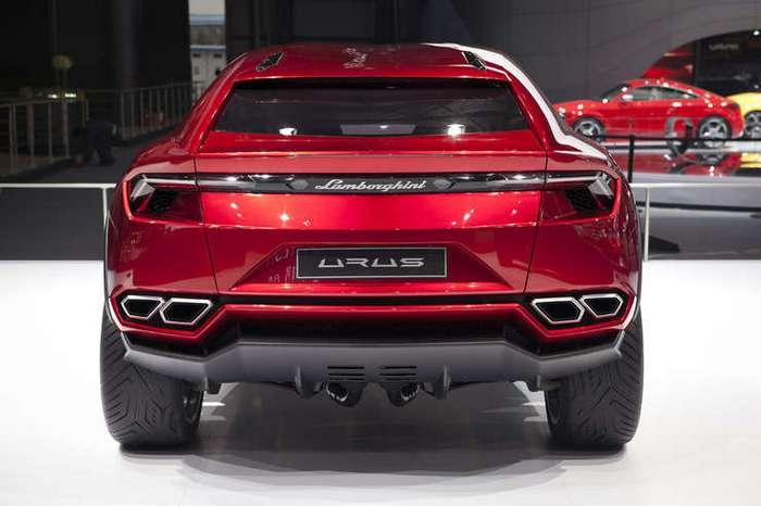 Lamborghini идет по бездорожью