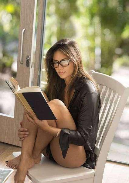 Симпатичные девушки в очках (53 фото)