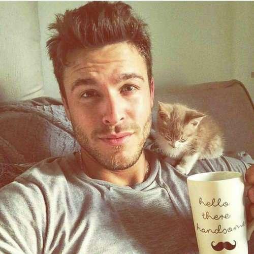 Горячие парни с котятами: единственный аккаунт в Instagram, на который вам нужно подписаться прямо сейчас! (10 фото)