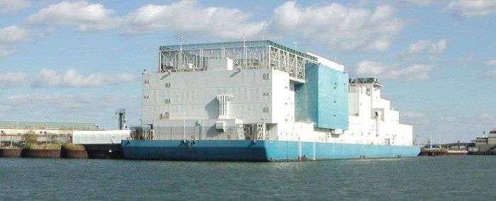 Плавучая тюрьма Vernon C. Bain в Нью-Йорке (7 фото)
