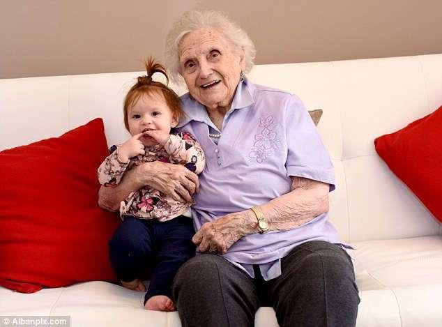 Это единственная семья в Великобритании, ШЕСТЬ поколений которой живут и здравствуют!