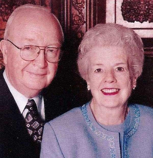 Пара прожила вместе 60 лет. Когда жена умерла, муж нашел спрятанную записку... Трогательно до слез!