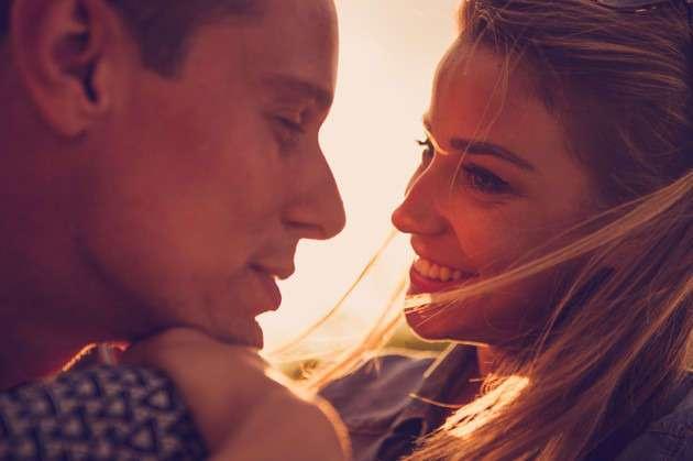 8 вещей, которые позволяет себе мужчина ТОЛЬКО рядом с любимой женщиной