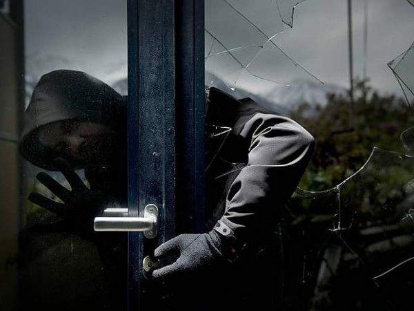 Полицейские спросили грабителей, как они взламывают дома. Вот какие ответы они получили