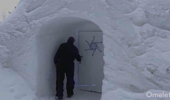 20 лет мужчина провел в этой арктической пещере, но только посмотрите, что он делал там все это время!