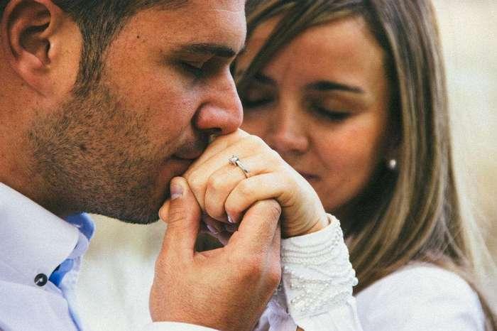 14 жестов вашего мужчины, которые кричат о его любви к вам