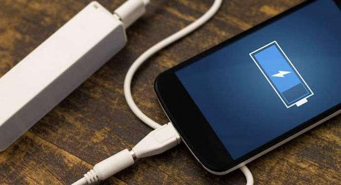 А вы тоже оставляете телефон на зарядке на ночь? Не стоит этого делать!