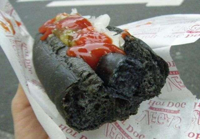Черный хот-дог по-японски (7 фото)