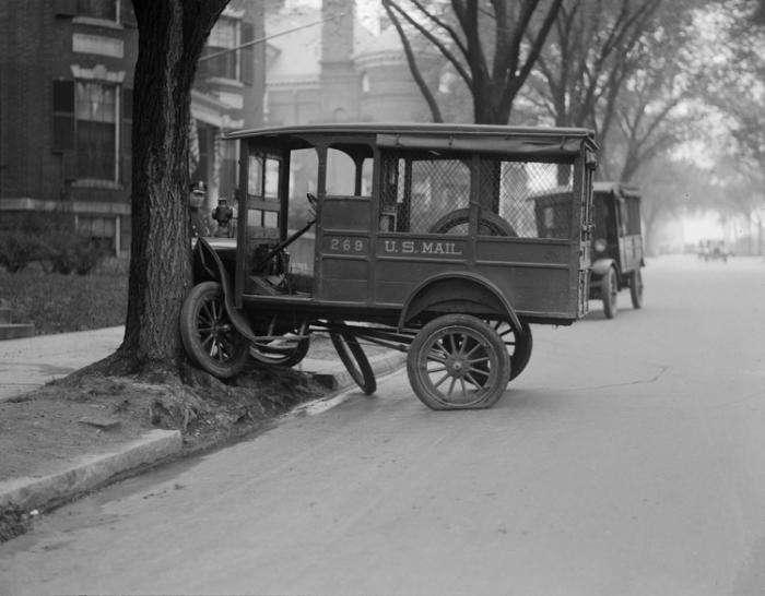 Самые яркие кадры автомобильных аварий прошлого века (20 фото)