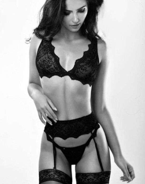 Румынская модель Александра Кефрен продала девственность за 2,3 миллиона евро (4 фото)