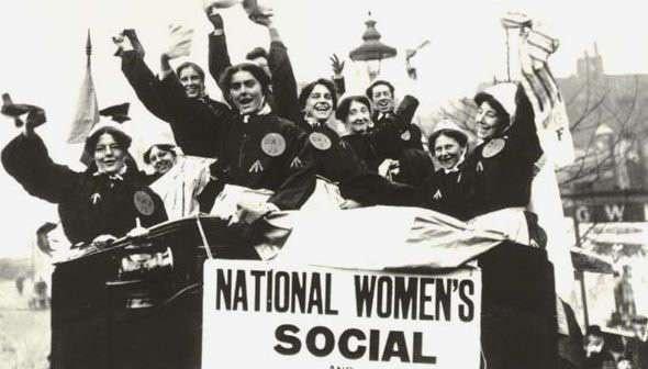 Счастья, здоровья: как поздравляли женщин в разные времена