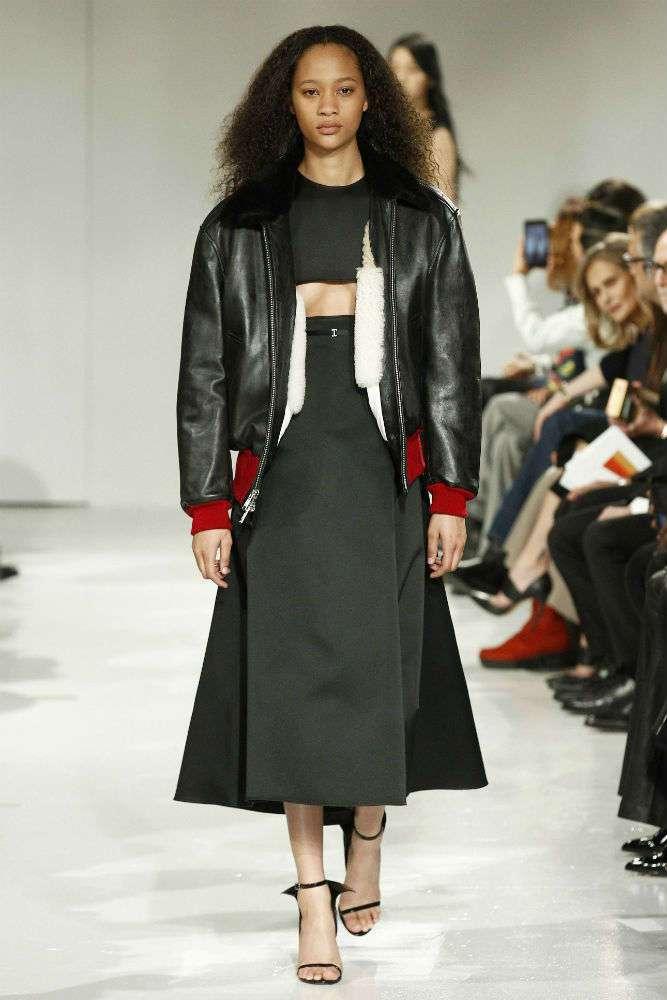 Декольте-перевертыш &8211; новая модная тенденция