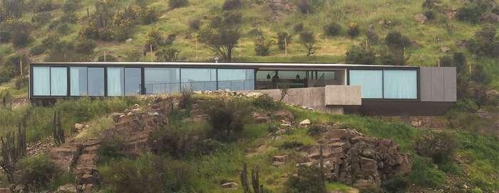 Стильный дом с необычной архитектурой с шикарным видом
