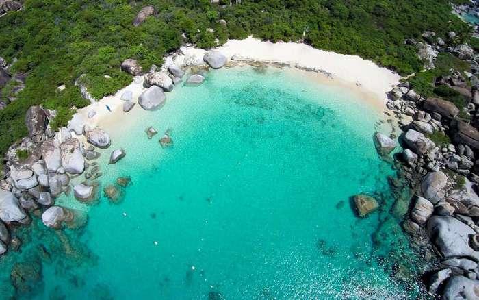 Идеальные места для отдыха с водой невероятно красивого оттенка