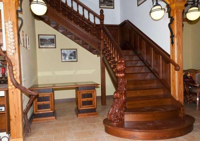20 деревянных лестниц для загородного дома, ради которых можно построить целый дом