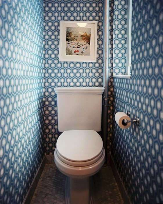 15 чумовых интерьеров маленьких санузлов, где дизайнерам дали полную свободу фантазии