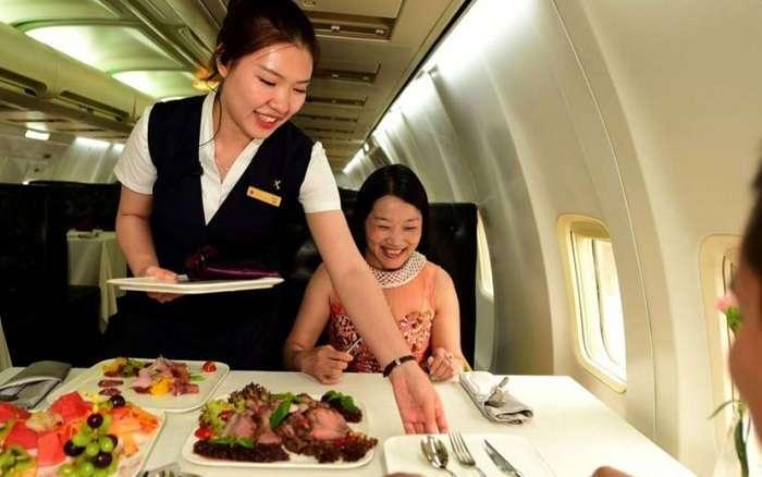 Китаец купил себе самолет за 5 миллионов долларов и сделал из него крутой ресторан