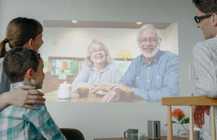 Новый голографический проектор Sony, который превратит любую поверхность в сенсорный экран