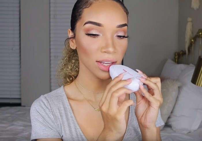 Красота по-модному: изобретён гаджет для увеличения губ в домашних условиях