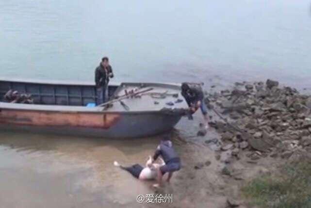 Из-за лишнего веса китаянка не смогла утопиться