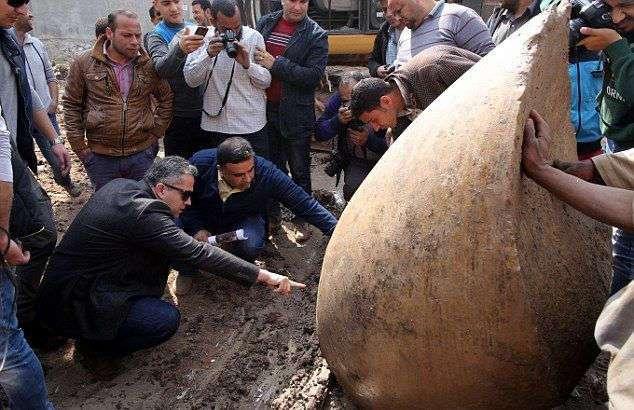Фараон из трущоб: в Каире нашли огромную статую Рамзеса II