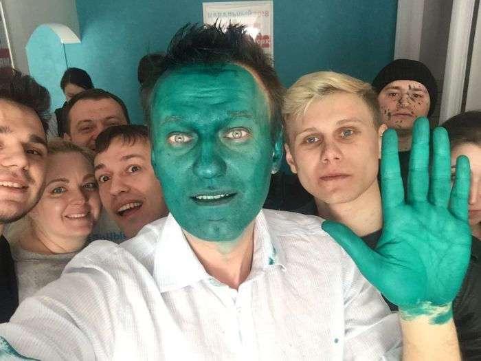В Барнауле Алексея Навального облили зеленкой