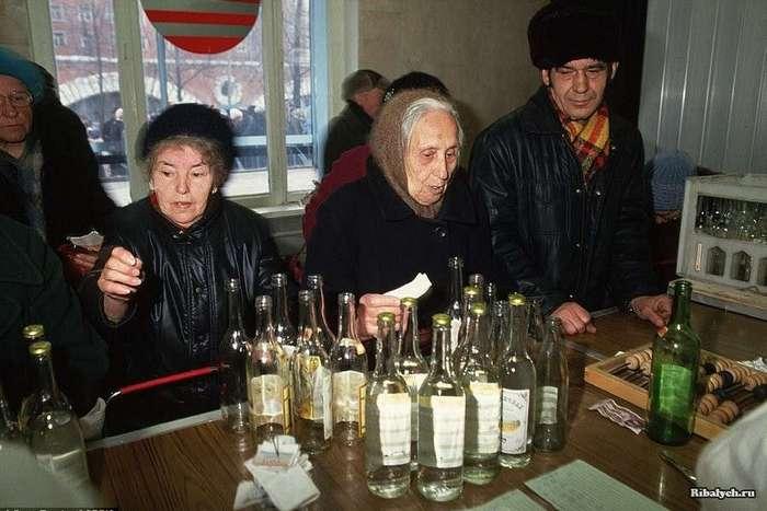 Бизнес на бутылках в СССР (5 фото)