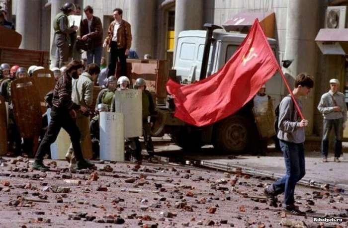 Знаковые  фото периода распада СССР (50 фото)