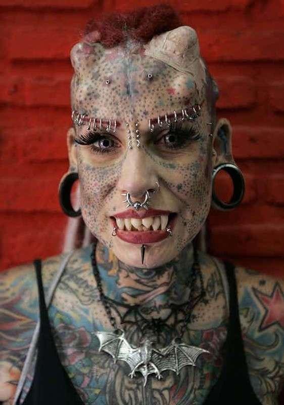 Девушки, никогда не делайте себе таких татуировок!