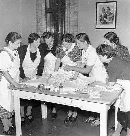 Как воспитывали девушек в нацистской Германии