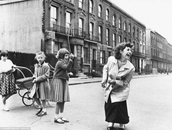 Черно-белые фотографии уличной жизни Лондона в 1950-х
