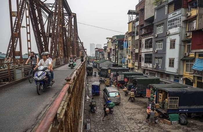 Вьетнам. трущобы на рельсах