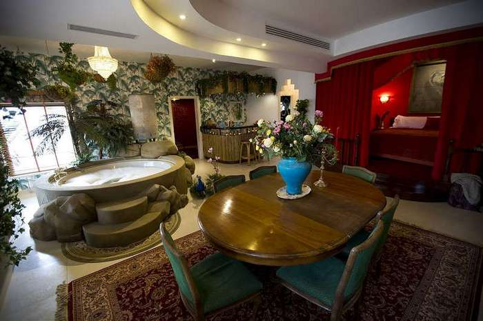 Бэнкси открывает -Отгороженный Отель- в Вифлееме