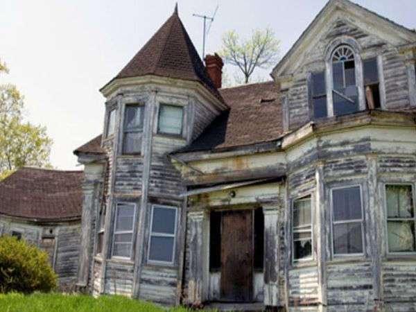 Строители снесли это старое здание. От того, что они нашли в подвале, мурашки по коже!