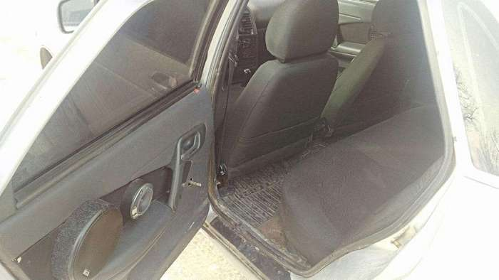 Штатный автозвук Жиги, павший в неравной схватке с кривыми руками гаражных тюнеров