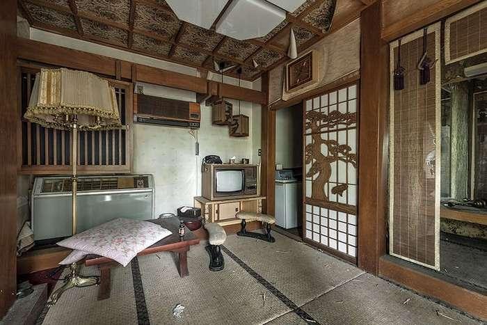 Заброшенный бордель в Японии