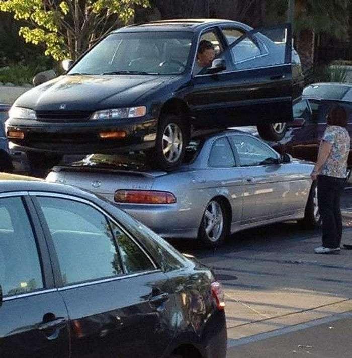 Барышни за рулем.