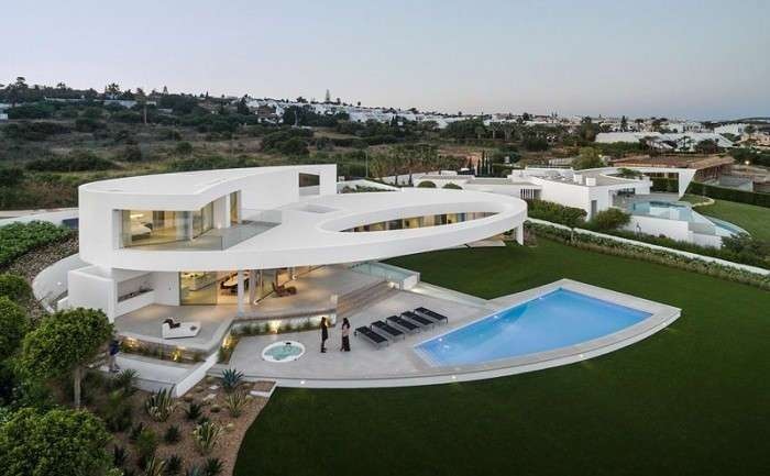 -Воздушный- особняк: дом, выполненный в форме эллипса