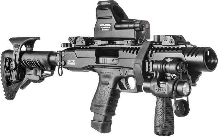 Под всем этим обвесом едва угадывается… пистолет Glock