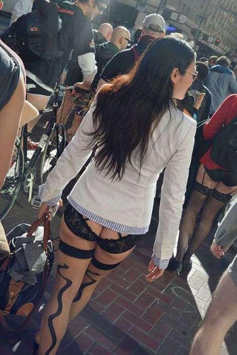 Сексуальные девушки на улицах городов