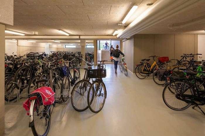 Современная гимназия в Амстердаме