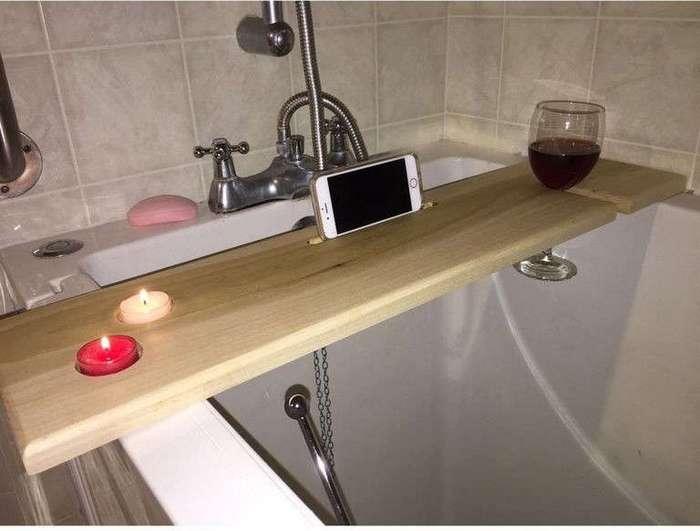 Парень сделал для подруги самый удивительный аксессуар для ванны