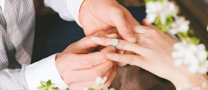 Успешная подруга завтра выходит замуж за сантехника! А впрочем, все по порядку