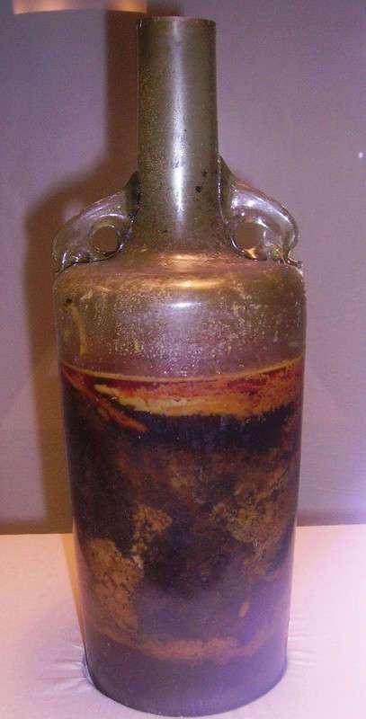 Самая старая бутылка вина в мире