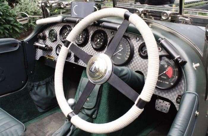Раритетный Bentley с 27-литровым двигателем, выставленный на продажу за полмиллиона евро