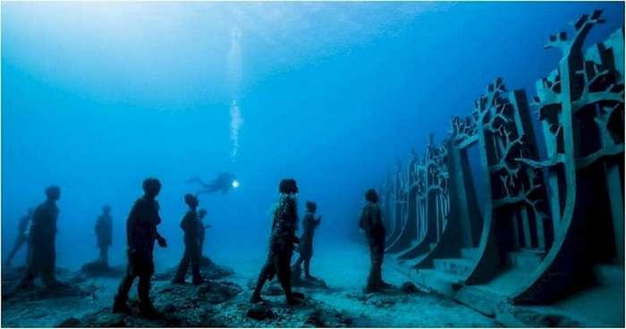 Открылся первый в мире подводный музей