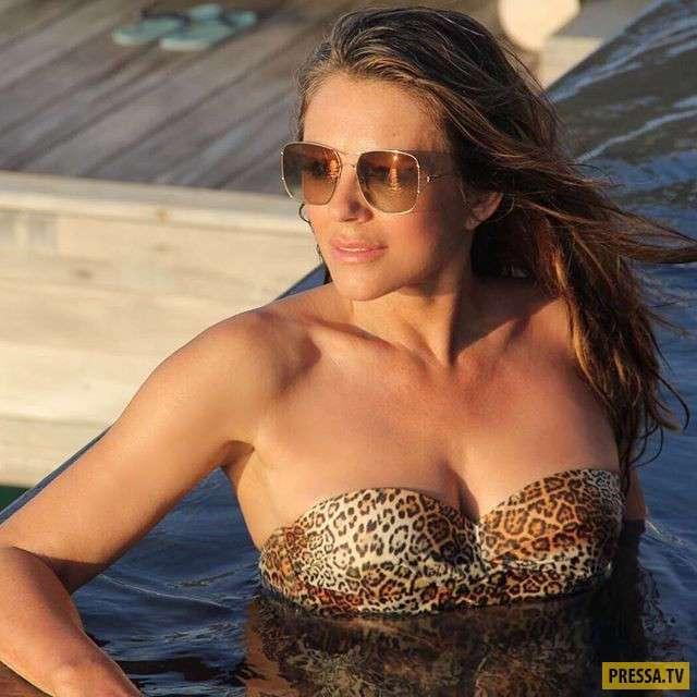 Актриса Элизабет Хёрли рекламирует купальники собственного производства (13 фото)