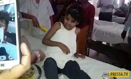 В индийских джунглях обнаружили девочку-маугли, жившую с обезьянами (2 фото + 2 видео)